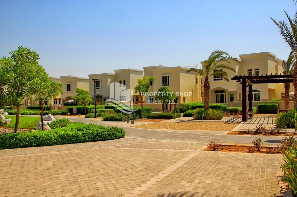 Community - Luxury on your doorstep! 3+1 Villa with spacious garden.