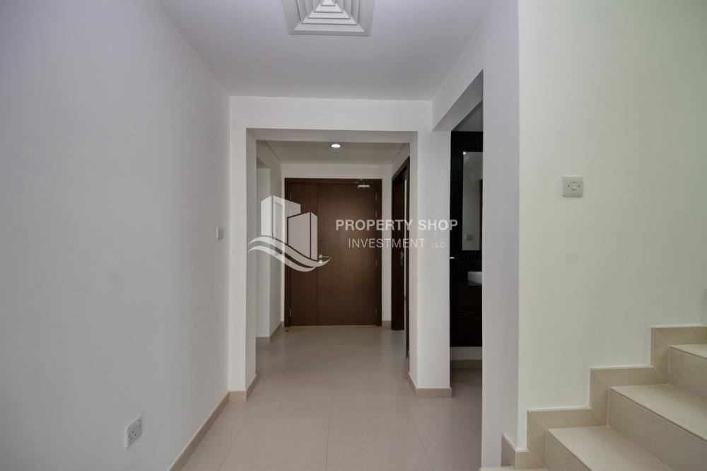 Foyer - Luxury on your doorstep! 3+1 Villa with spacious garden.