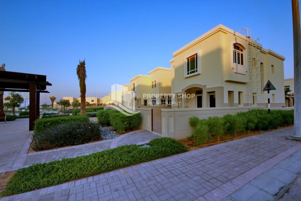 Property - Luxury on your doorstep! 3+1 Villa with spacious garden.