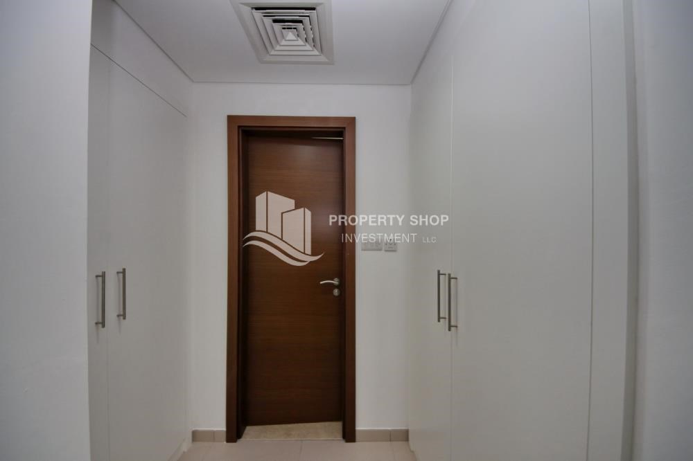 WalkIn Closet - Luxury on your doorstep! 3+1 Villa with spacious garden.