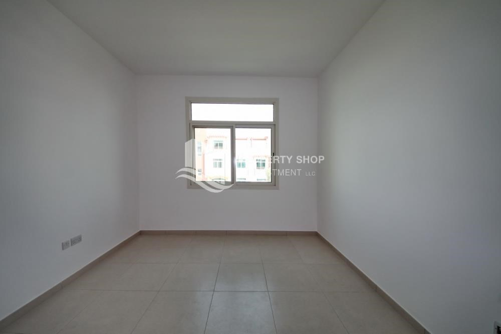 Bedroom - Spacious Terrace Apt with walk in closet.