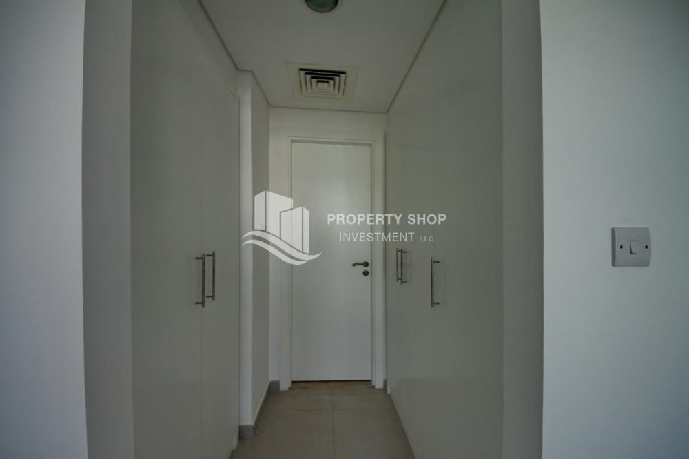 Built in Wardrobe - Spacious Terrace Apt with walk in closet.