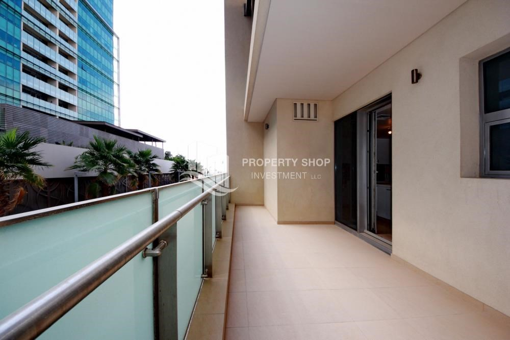 Balcony - 4bd townhouse front row with waterfront for sale in Al muneera