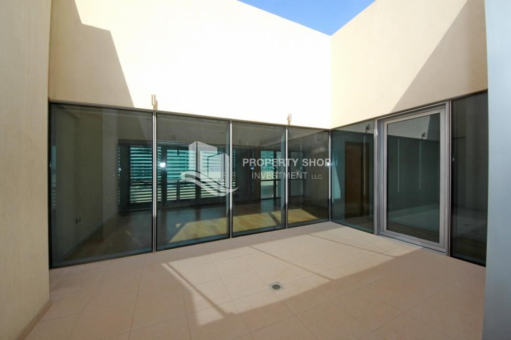 Courtyard - 4bd townhouse front row with waterfront for sale in Al muneera