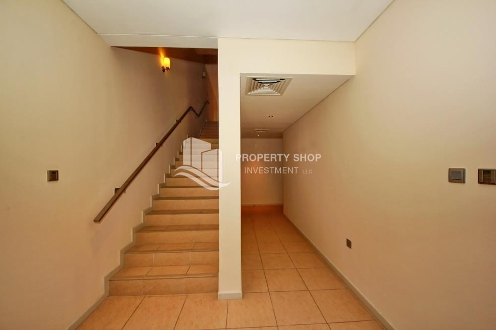 Foyer - 4bd townhouse front row with waterfront for sale in Al muneera