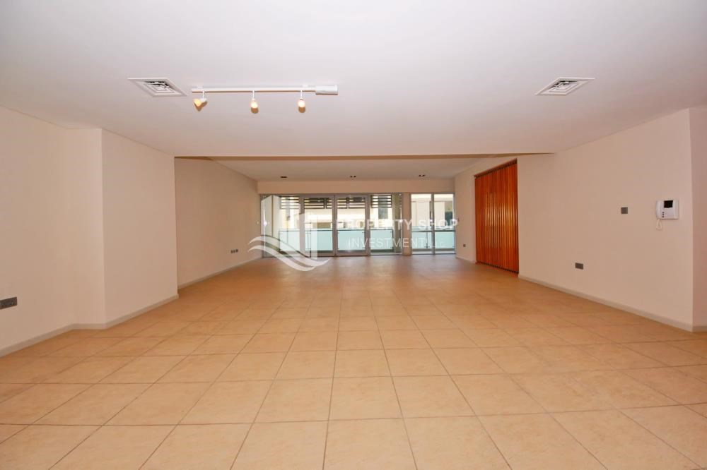 Living Room - 4bd townhouse front row with waterfront for sale in Al muneera