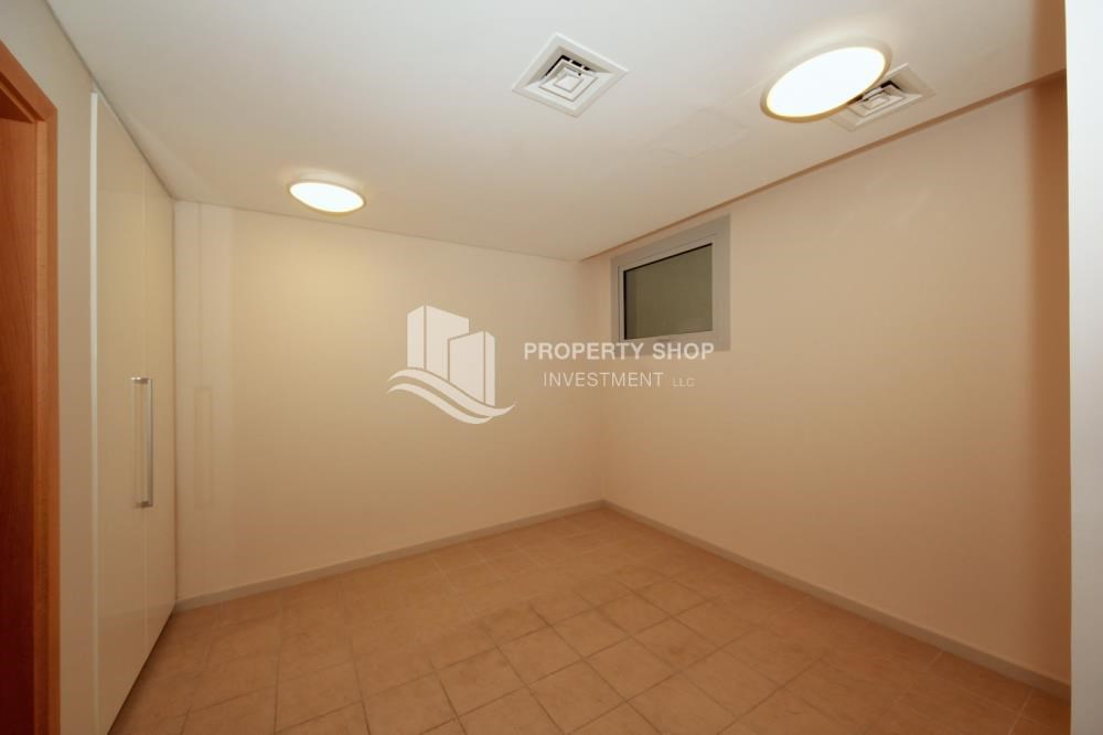 Maid Room - 4bd townhouse front row with waterfront for sale in Al muneera