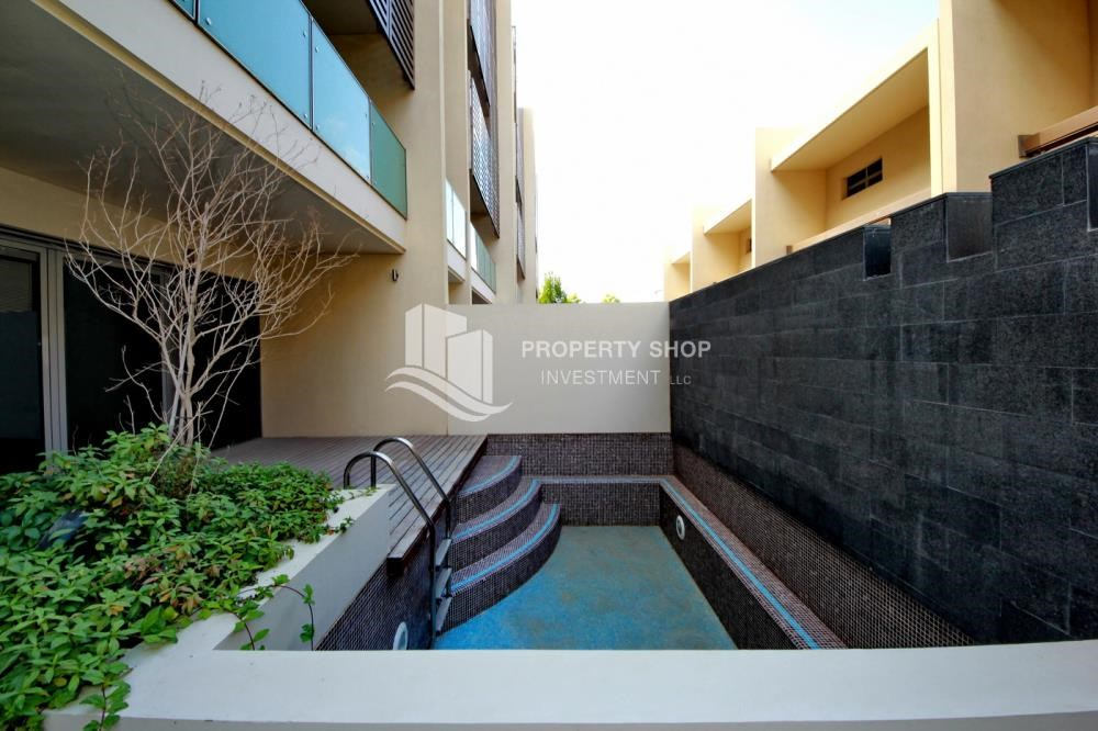 Private pool - 4bd townhouse front row with waterfront for sale in Al muneera