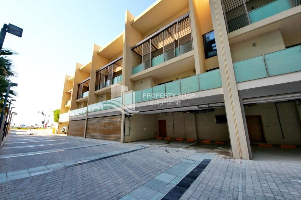 Property - 4bd townhouse front row with waterfront for sale in Al muneera