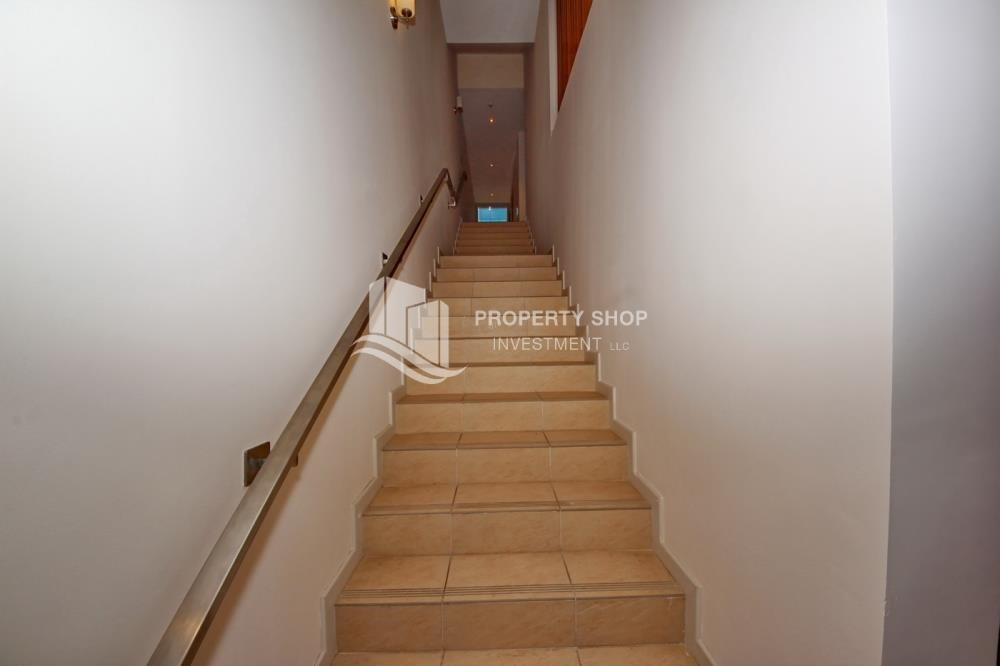 Stairs - 4bd townhouse front row with waterfront for sale in Al muneera