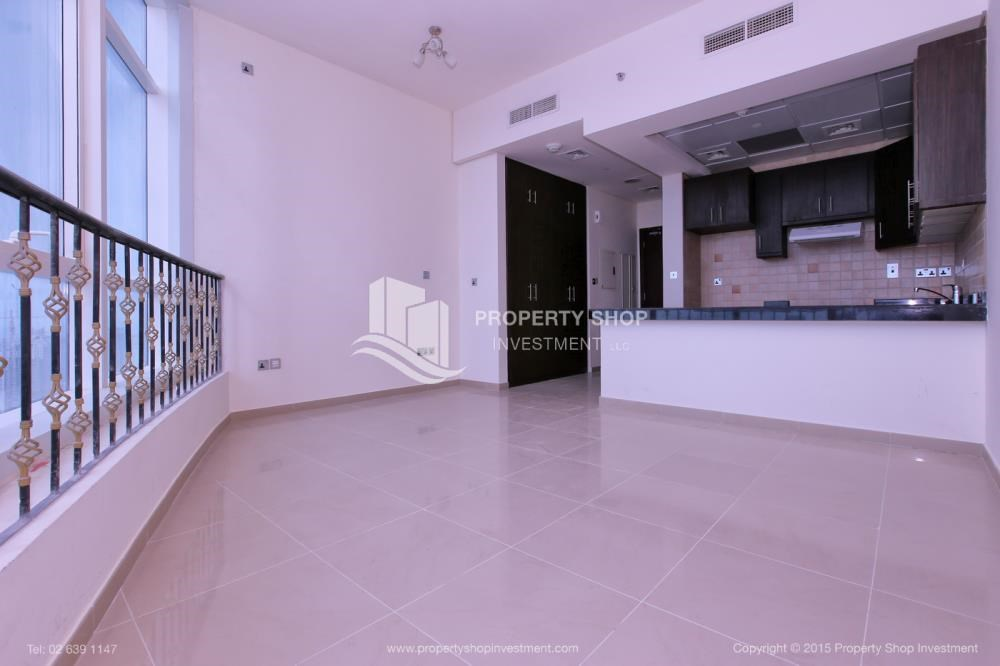 Dining Room - Studio Apt with modern facilities, vacant for rent