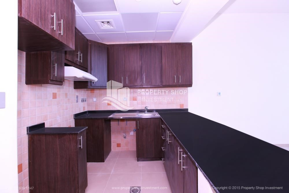 Kitchen - Studio Apt with modern facilities, vacant for rent