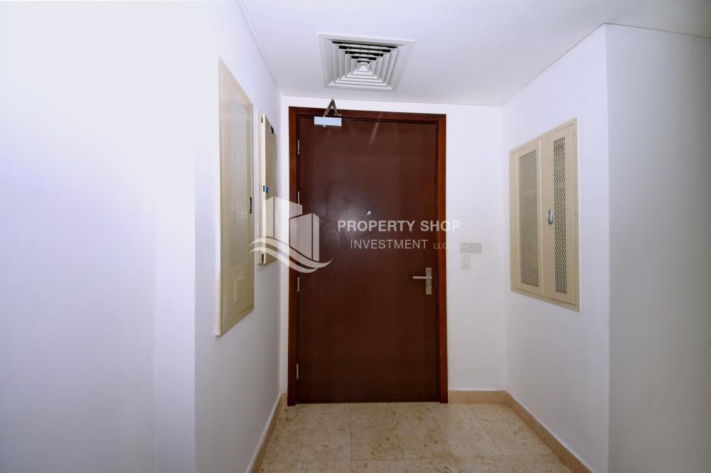 Foyer - Vacant 1BR Apt, High floor  with Balcony + Walk-in Closet.