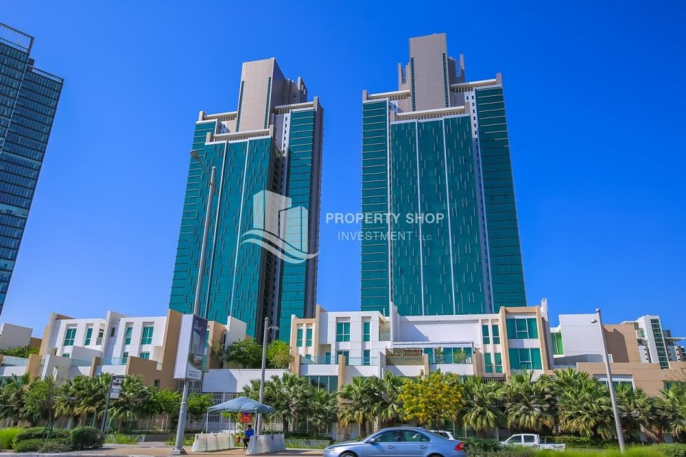 Property - 1BR Apartment, up to 4 Cheques, High End Facilities