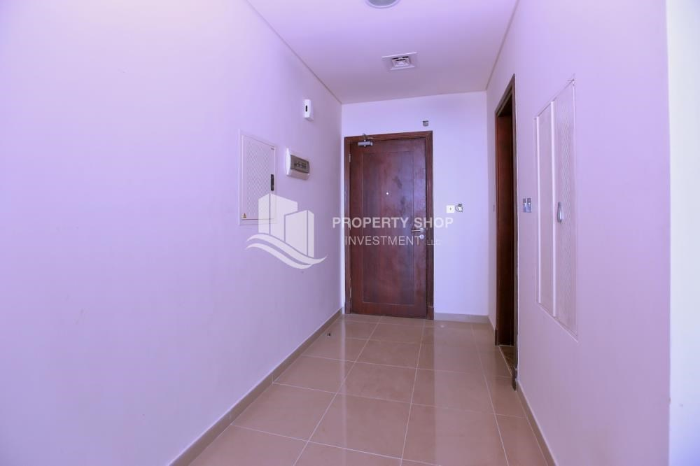 Foyer - Vacant Studio in Hydra Avenue with pleasant sea view.