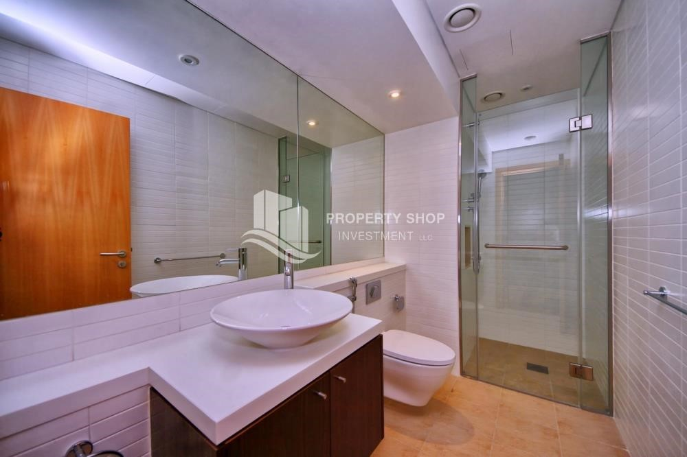 Bathroom - A Prestigious 4BR Townhouse plus 2% Rent Free + 1 Month Rent Free in Al raha Beach!