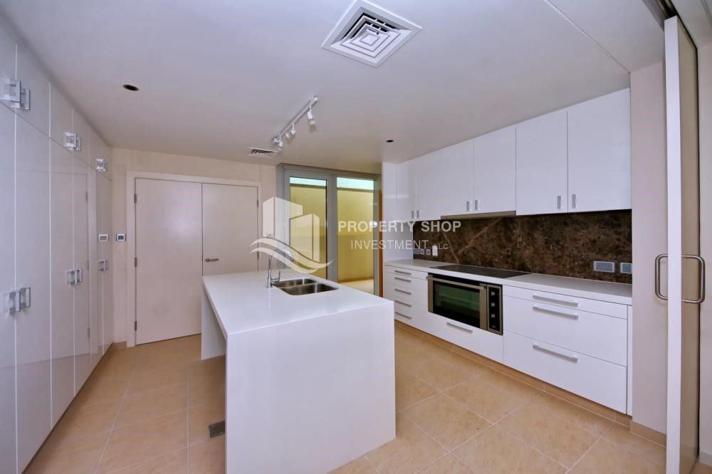 Kitchen - A Prestigious 4BR Townhouse plus 2% Rent Free + 1 Month Rent Free in Al raha Beach!
