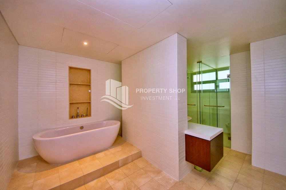 Master Bathroom - A Prestigious 4BR Townhouse plus 2% Rent Free + 1 Month Rent Free in Al raha Beach!
