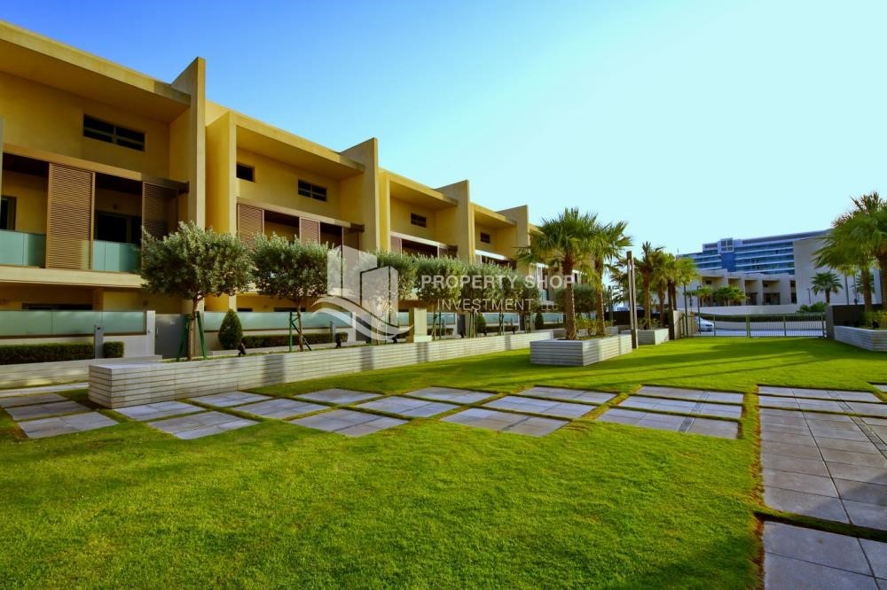 Property - A Prestigious 4BR Townhouse plus 2% Rent Free + 1 Month Rent Free in Al raha Beach!