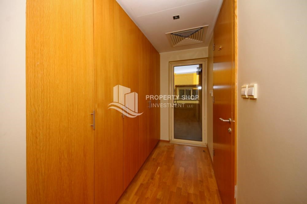 Built in Wardrobe - High End Corner Villa with Family Living