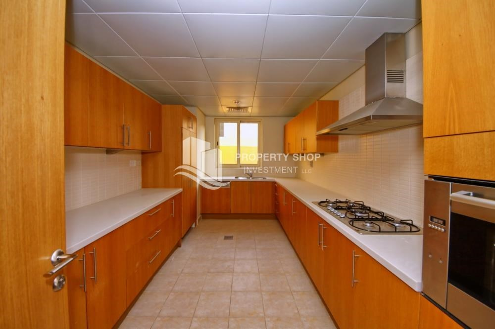 Kitchen - High End Corner Villa with Family Living
