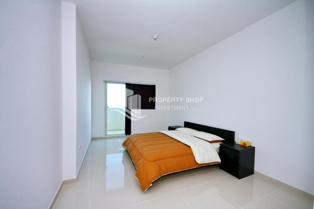 Bedroom - Sea-city view 1BR apt w/ built in cabinet for sale in Marina Bay.