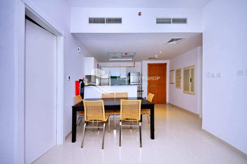 Dining Room - Sea-city view 1BR apt w/ built in cabinet for sale in Marina Bay.