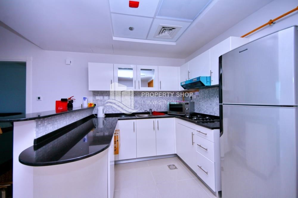 Kitchen - Sea-city view 1BR apt w/ built in cabinet for sale in Marina Bay.