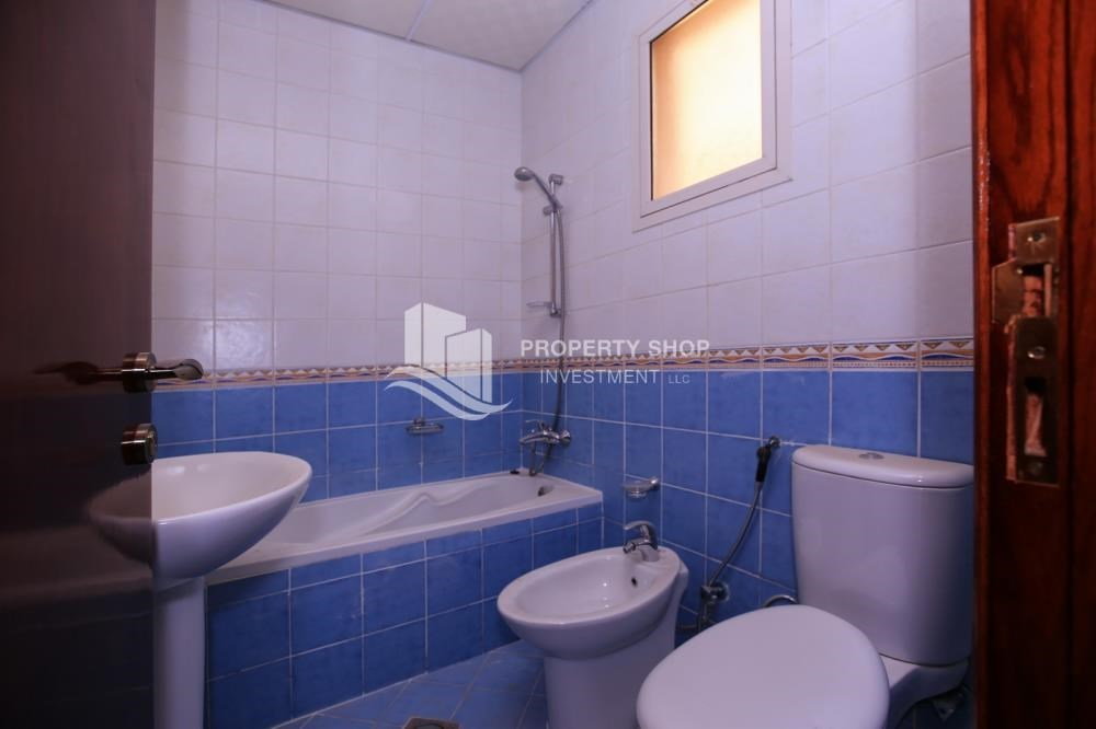 Bathroom - Comfort and Luxury in a 4BR TH w/ Big Terrace.