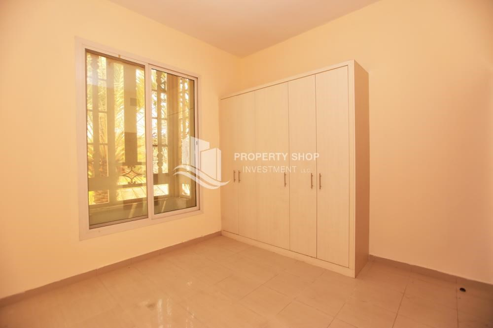 Built in Wardrobe - Comfort and Luxury in a 4BR TH w/ Big Terrace.
