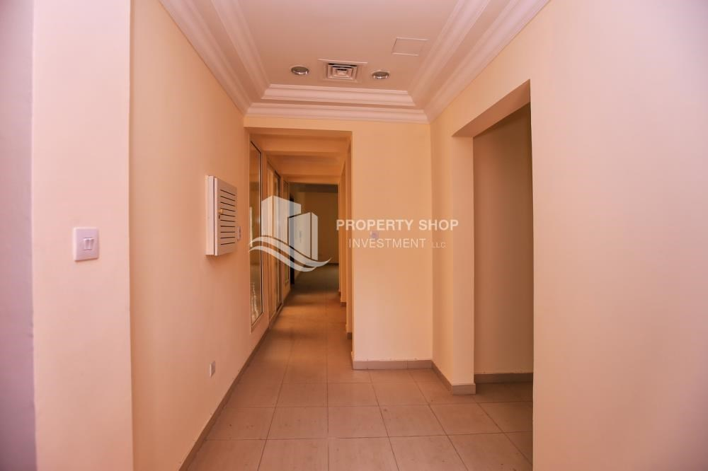 Foyer - Comfort and Luxury in a 4BR TH w/ Big Terrace.