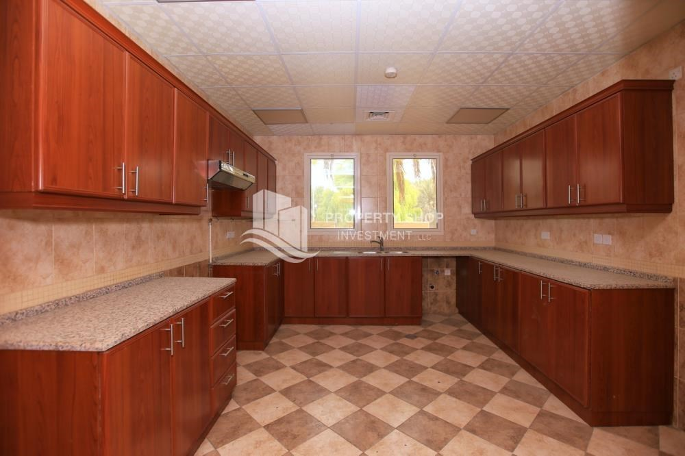 Kitchen - Comfort and Luxury in a 4BR TH w/ Big Terrace.