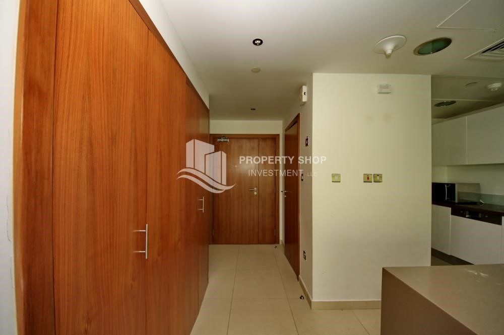 Foyer -  2 bedrooms with an  amazing view  in al bandar for sale