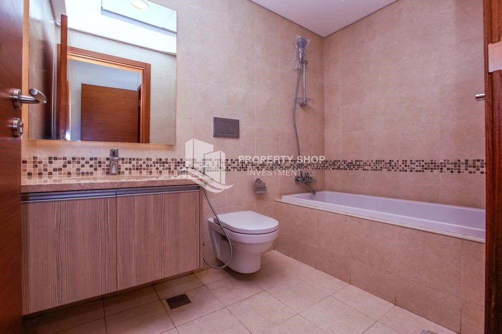 Bathroom - 3 bedroom apartment for sale in Ansam.