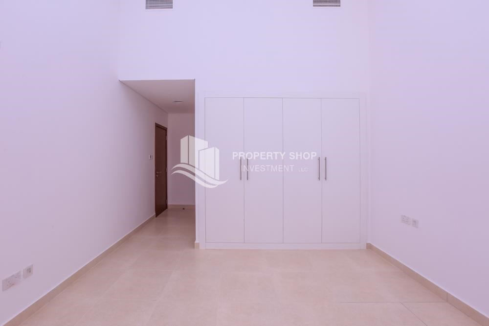 Built in Wardrobe - 3 bedroom apartment for sale in Ansam.