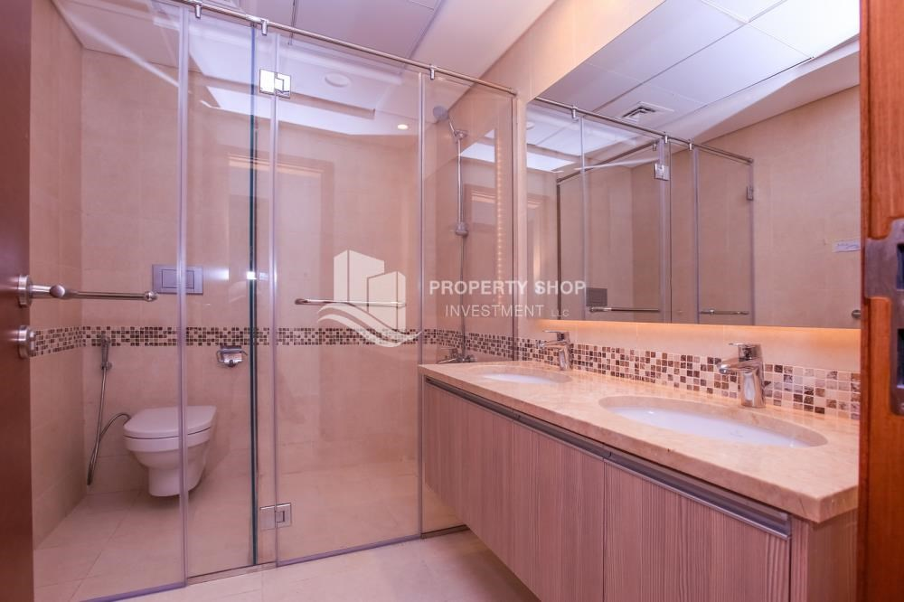 Master Bathroom - 3 bedroom apartment for sale in Ansam.