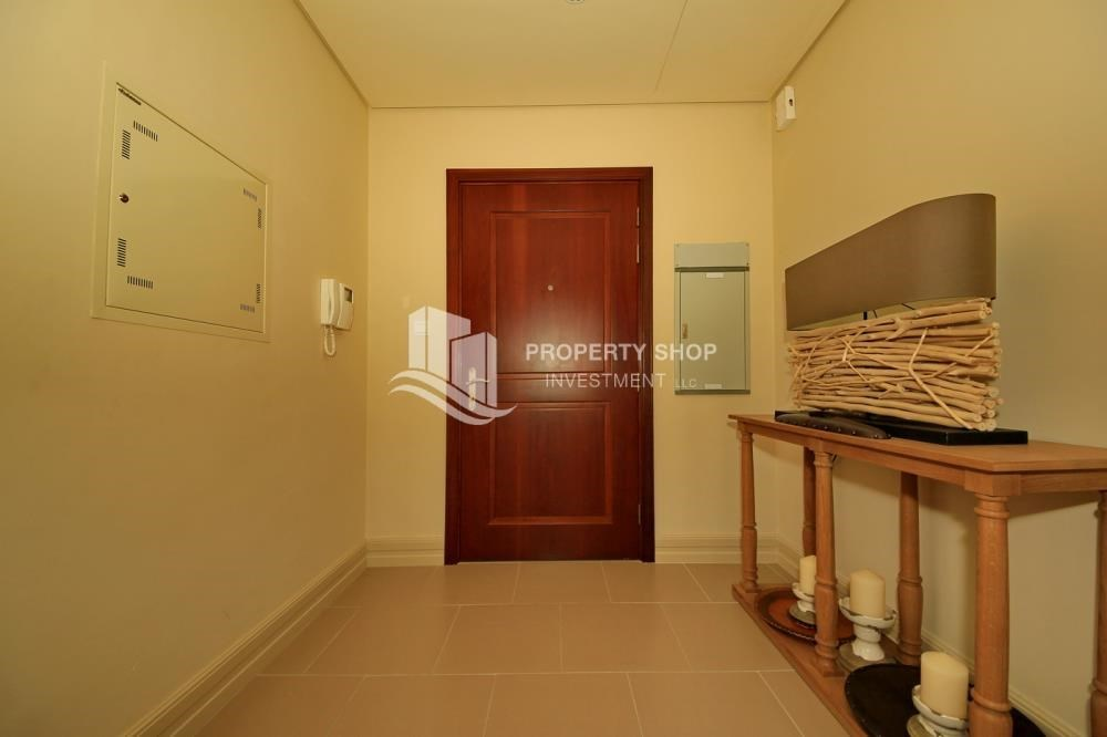 Foyer - Biggest Apt with 1 Month Rent free + upto 4 Payments.