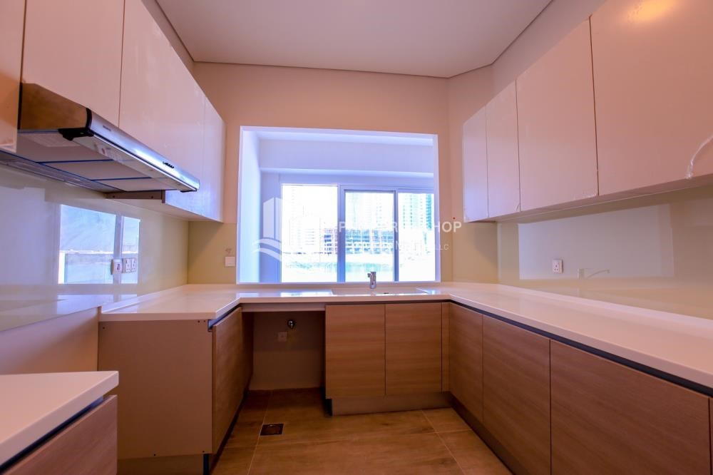 Kitchen - Luxurious 3+M BR Apt with Private Terrace/Garden.