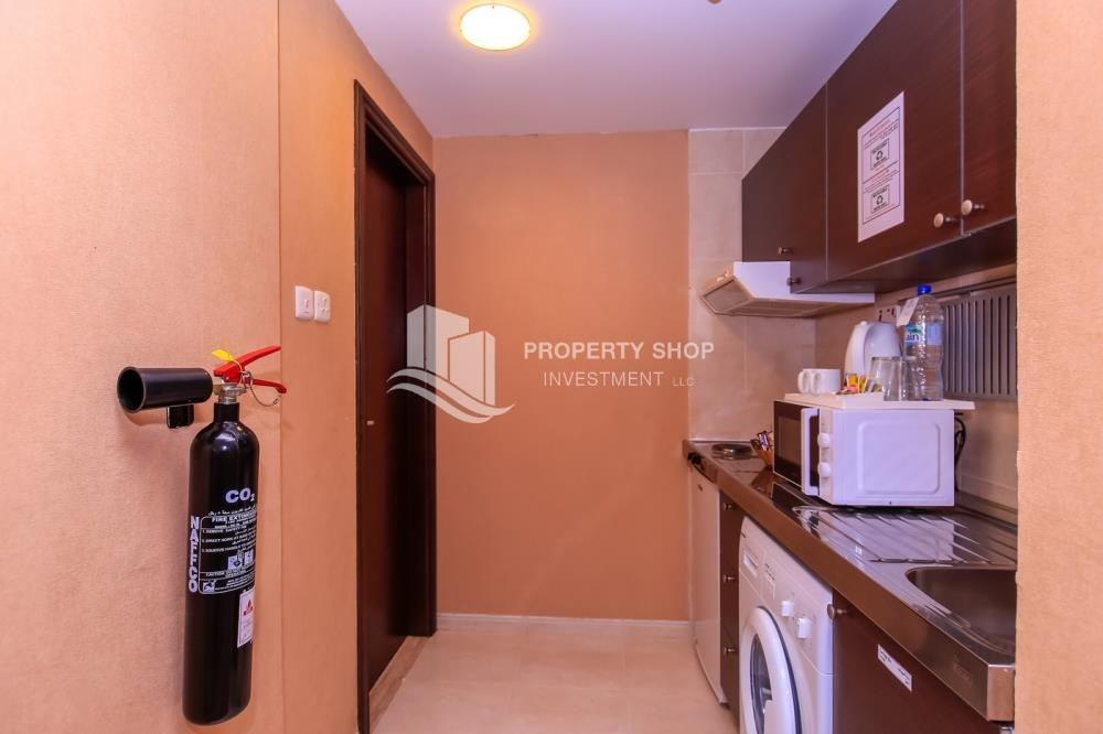 Kitchen - Deluxe Studio with kitchen appliances + full facilities.