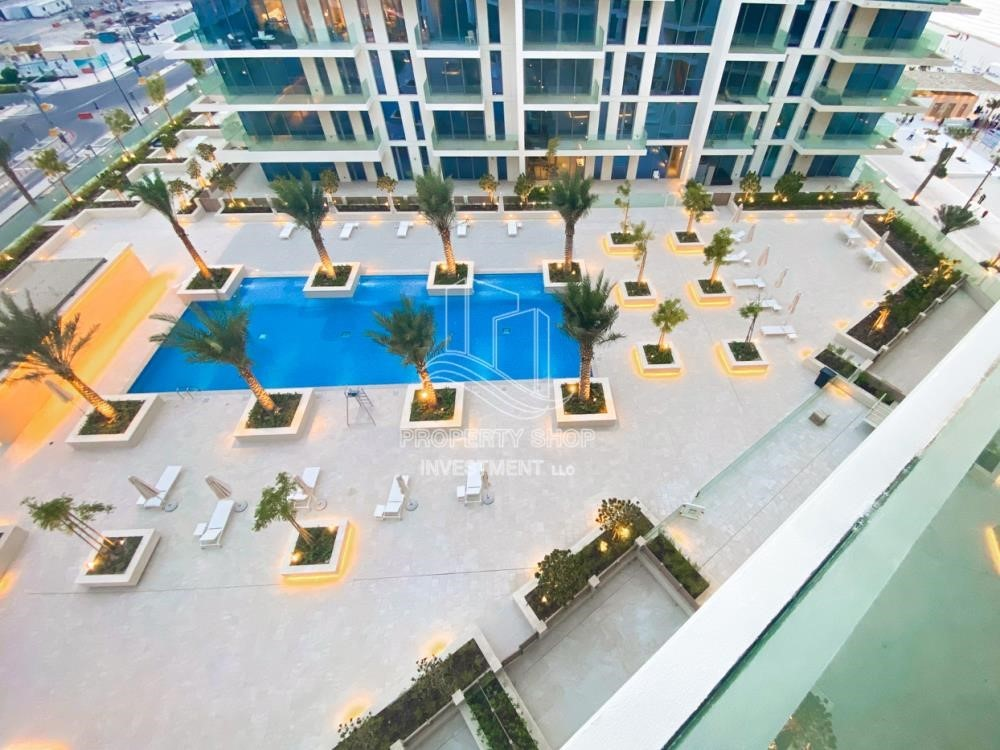Community - Huge Apt with stunning pool view