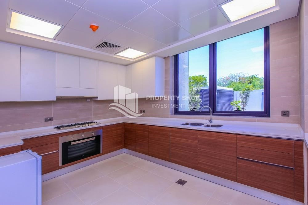Kitchen - Wonderful 5 bedroom villa for sale in West Yas