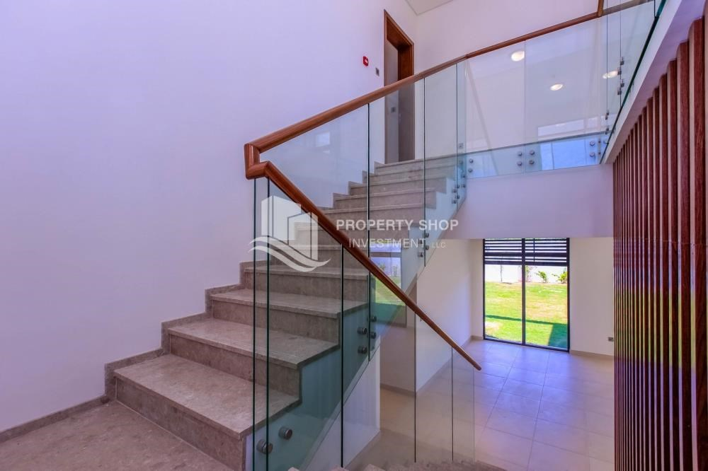 Stairs - Wonderful 5 bedroom villa for sale in West Yas