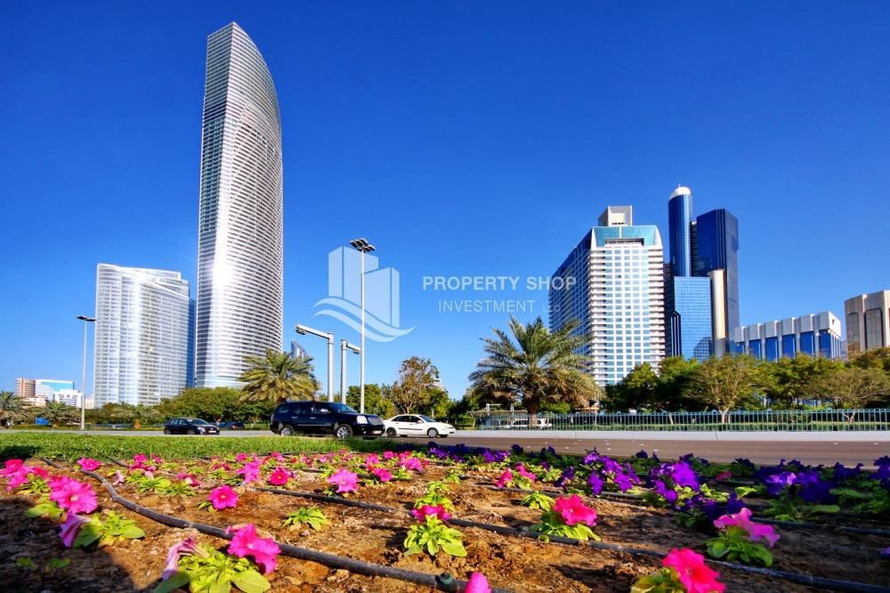Community - great location, 4br apartment available in Corniche road