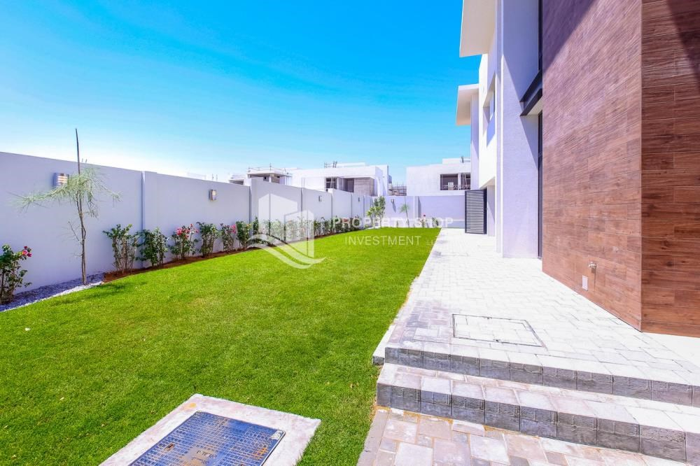 Back Yard - High End Spacious Villa with Majlis