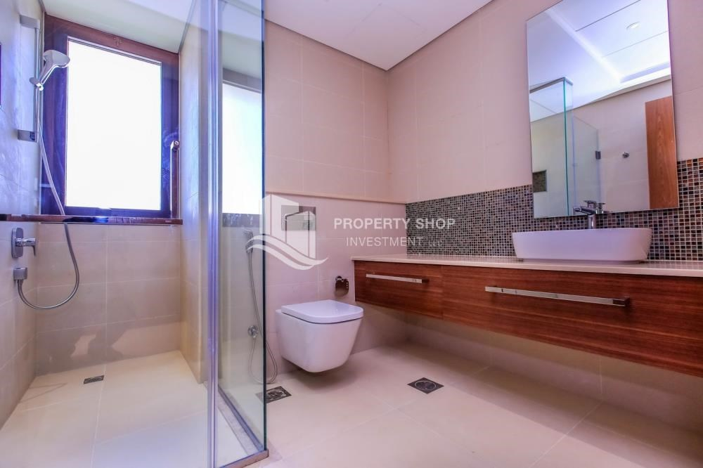Bathroom - High End Spacious Villa with Majlis