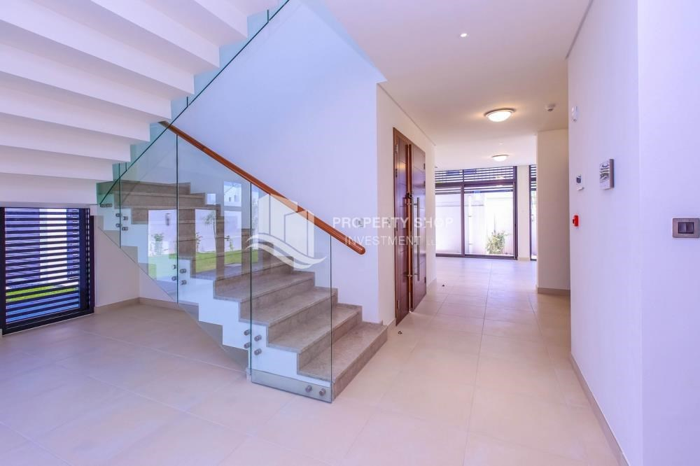 Foyer - High End Spacious Villa with Majlis