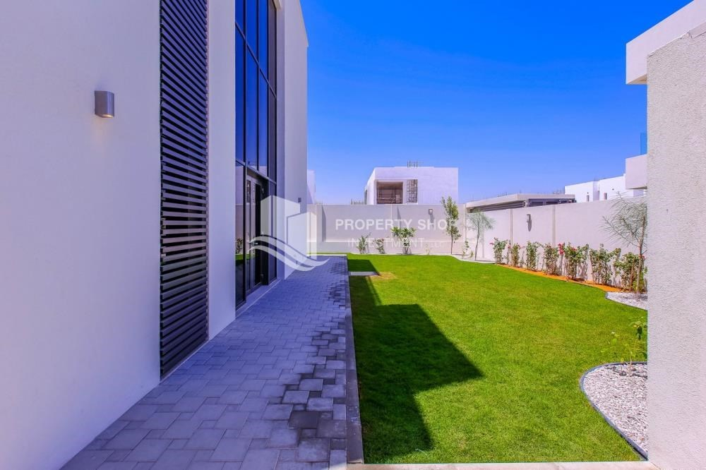 Garden - High End Spacious Villa with Majlis