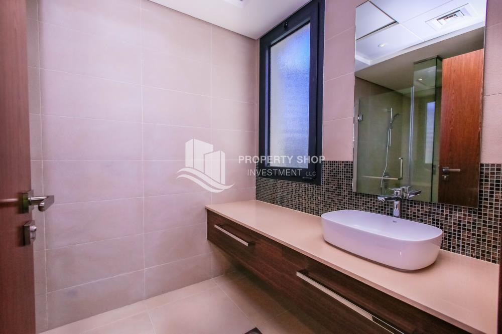 Guest Bathroom - High End Spacious Villa with Majlis