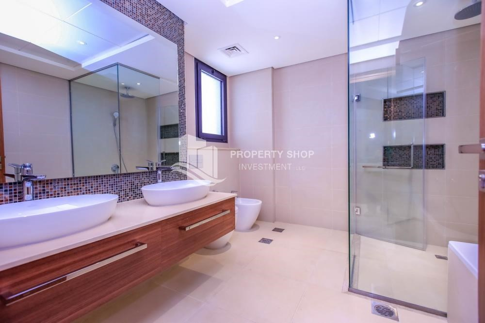 Master Bathroom - High End Spacious Villa with Majlis