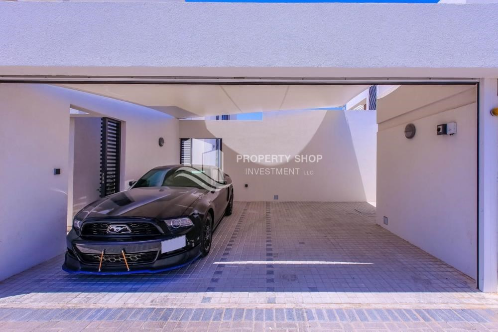 Parking - High End Spacious Villa with Majlis
